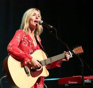 lisa-singing-300x281-8534226